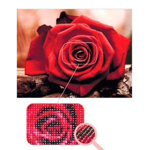 ROSA ROJA BORDADO CON DIAMANTES
